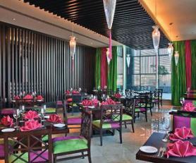 Restaurace v hotelu Yas Island Rotana, Abu Dhabi